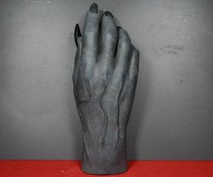 墙壁戴着爪子的怪物手