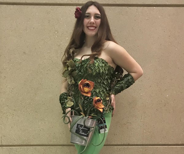 """How to Make a DC: """"Poison Ivy"""" Costume"""