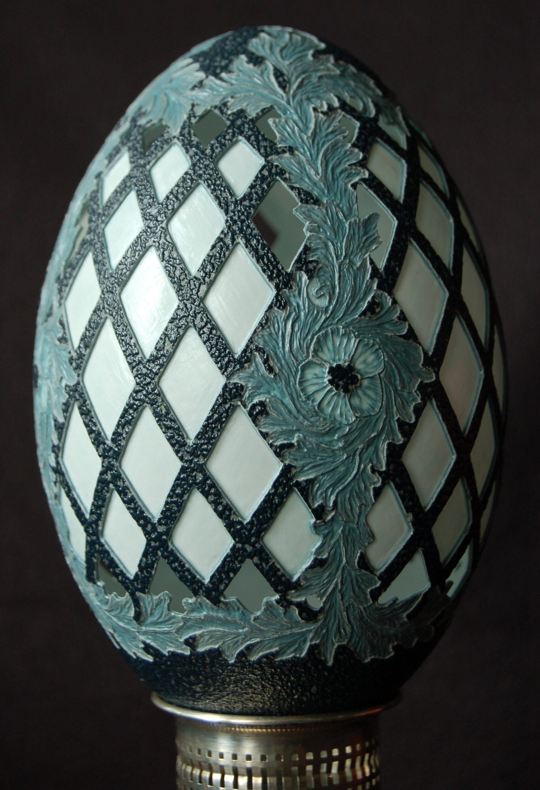 Carving a lattice and acanthus pattern on an emu egg shell