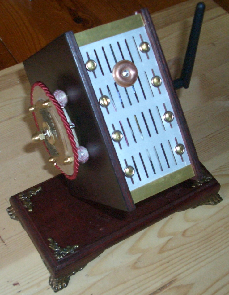 Buidling a Steampunk mini computer for the Ladies desk