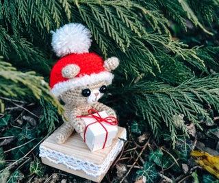 Christmas Teddybear (sorry, He's Late!)