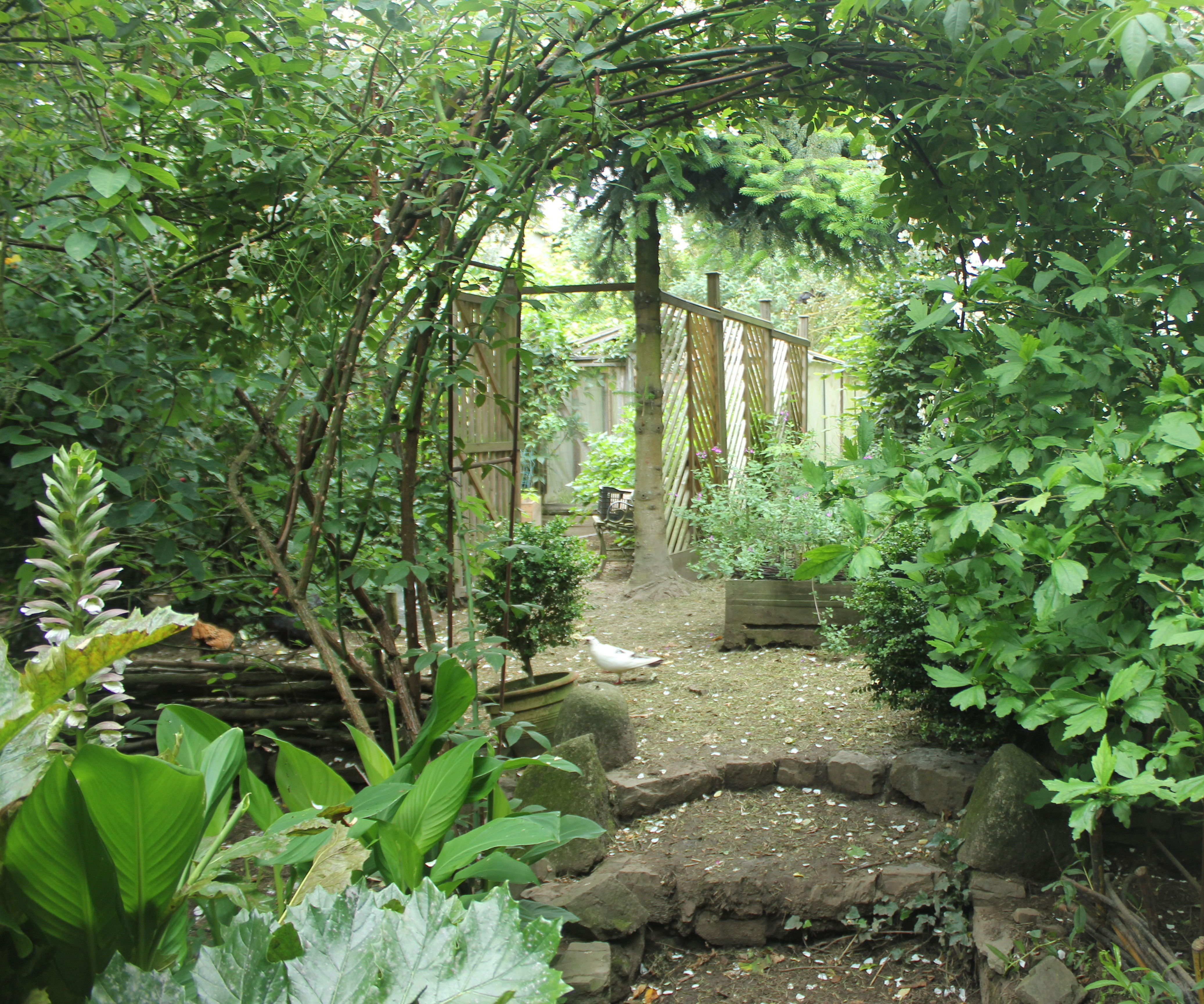 Trellised Garden Retreat/Gazebo/Arbor From Pallet Wood