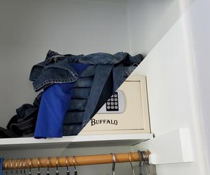 折叠衣服隐藏的舱室