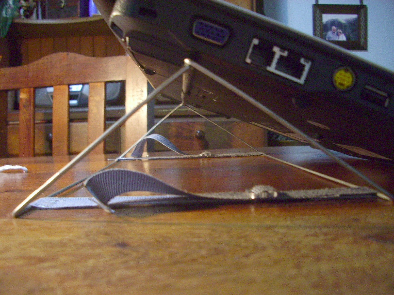 Another laptop stand (otro soporte para notebook)