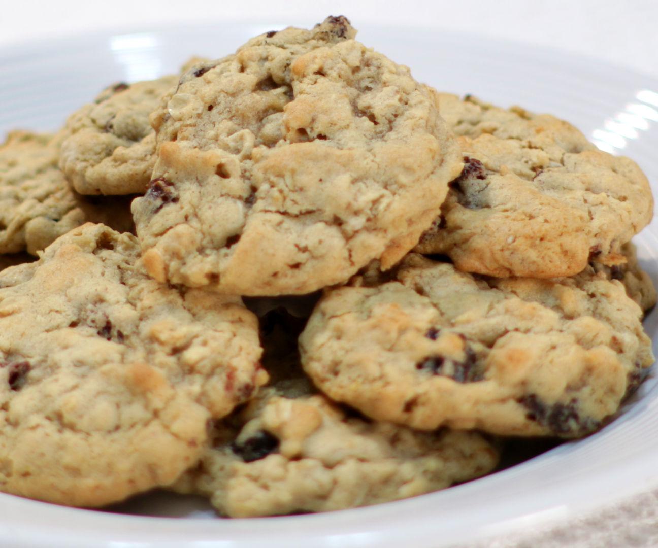 Easy Chewy Oatmeal Raisin Cookies