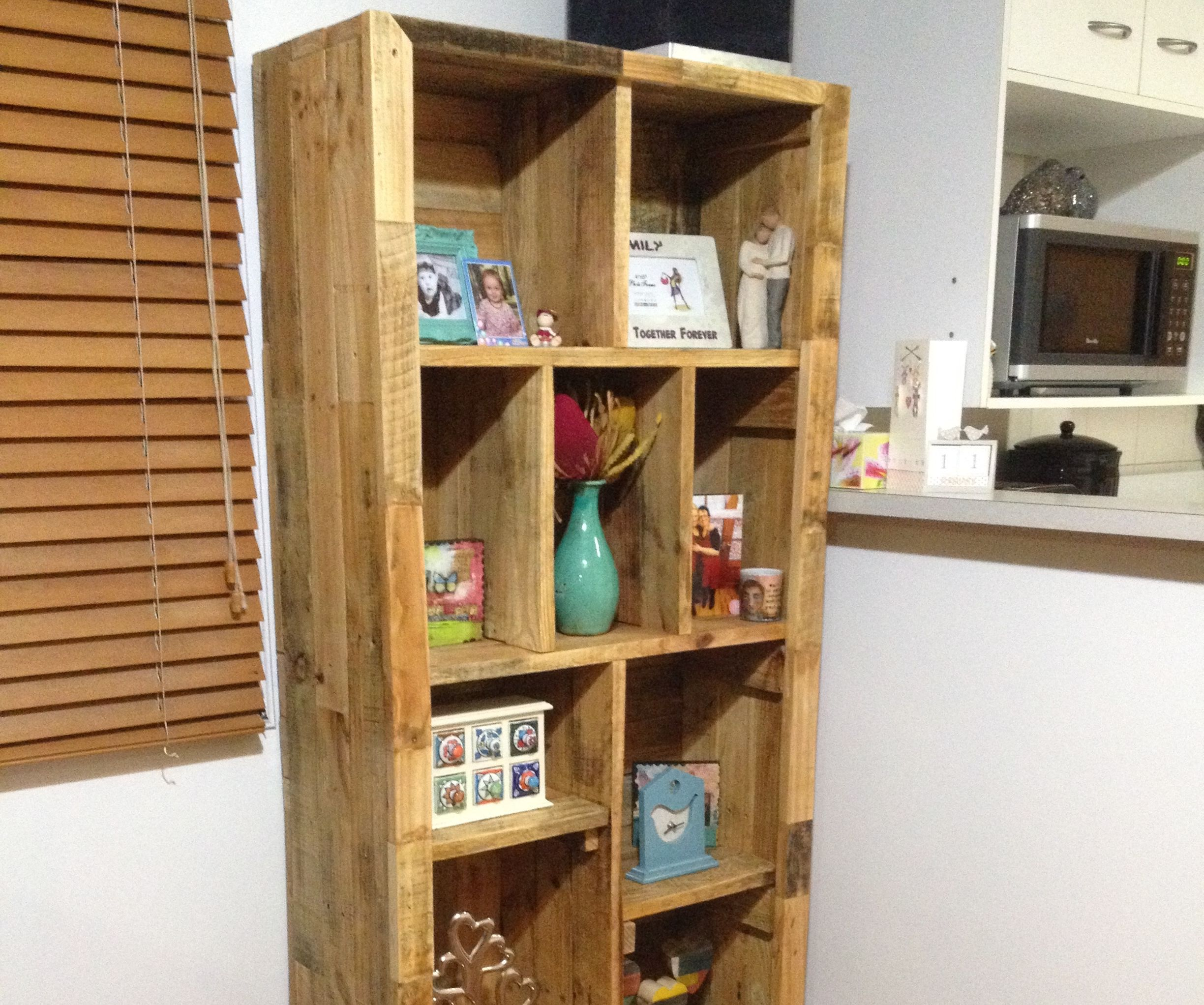 Feature shelving unit for the lounge
