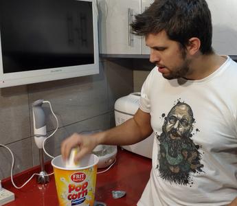 Put 1 Yogurt in a Recipient.