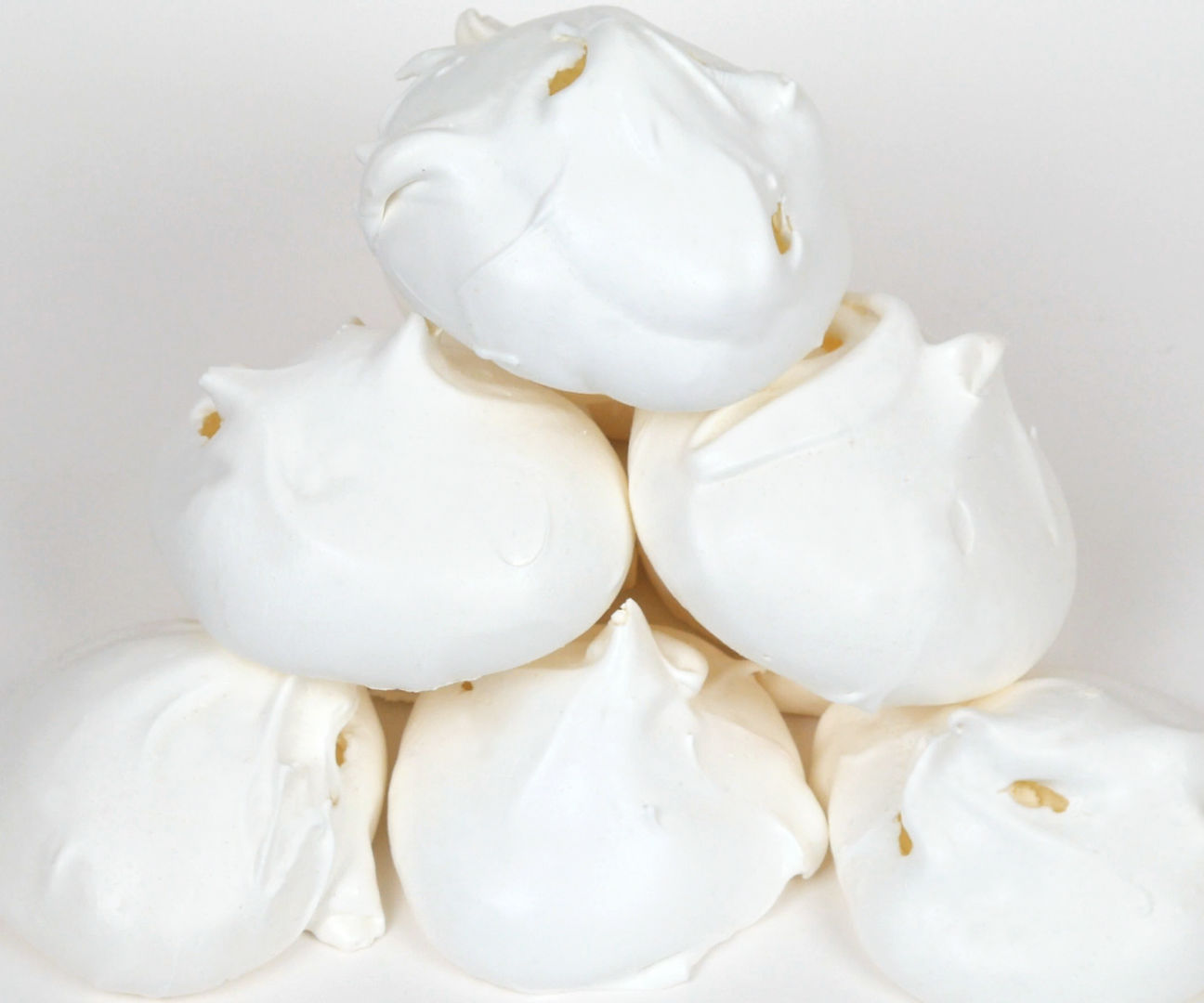 CRISP & CHEWY MERINGUE(S) WITH A SOFT MARSHMALLOW CENTRE