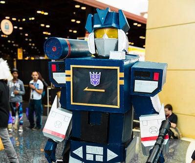 "How to Make a Transformers Decepticons: ""Soundwave"" Costume"