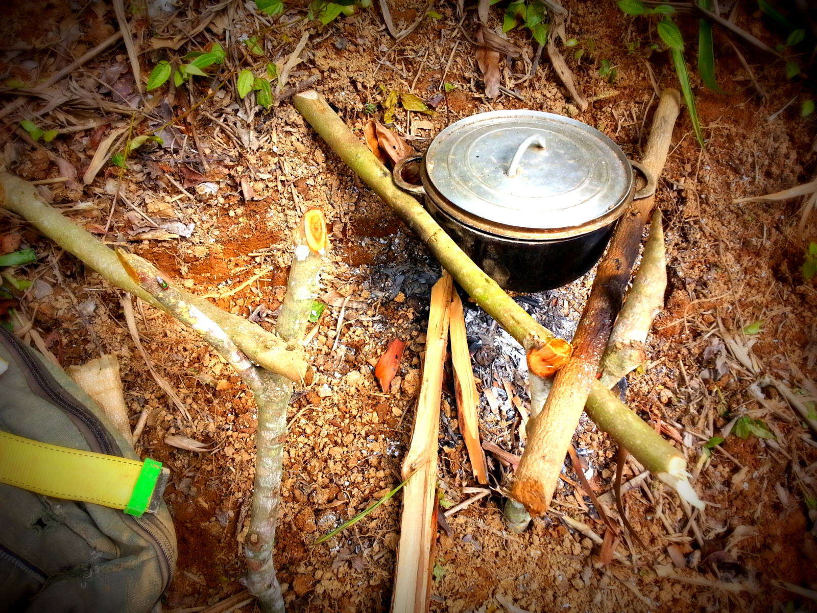 MALAGASY FIRE COOKING STANDS