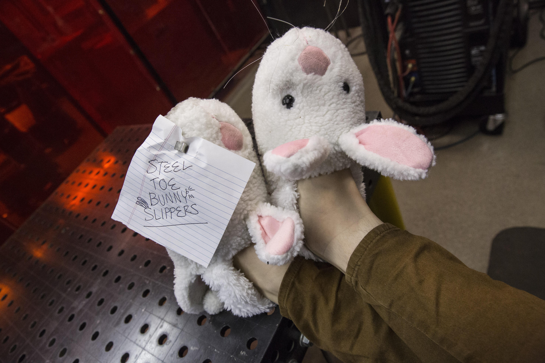 Steel Toe Bunny Slippers : 19 Steps