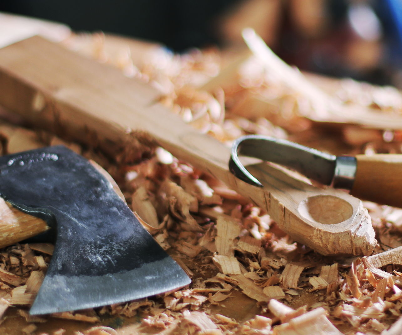 Making a Small Spoon W/ an Axe, Hook Knife & Carving Knife