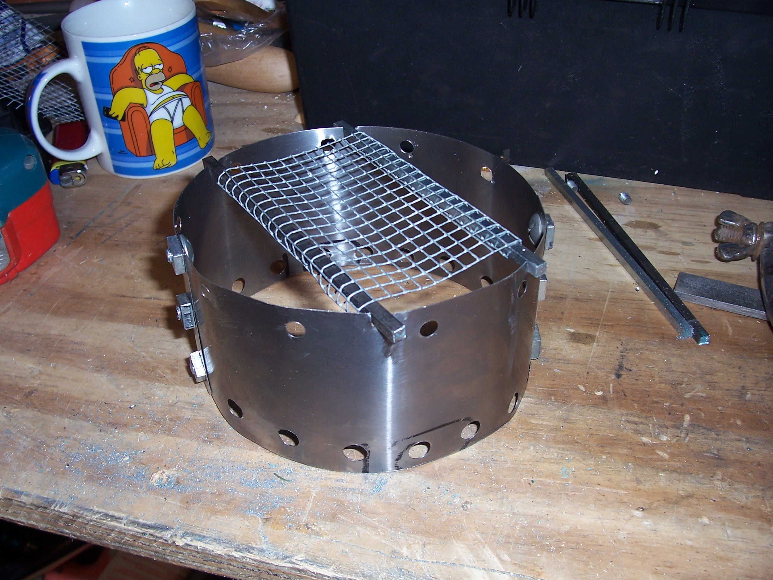 windsheild/pot stand for can stove