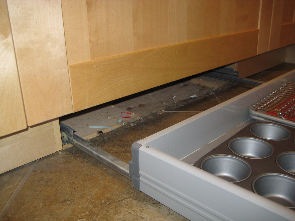 Ikea Kitchen Toekick Drawer : 5 Steps - Instructables