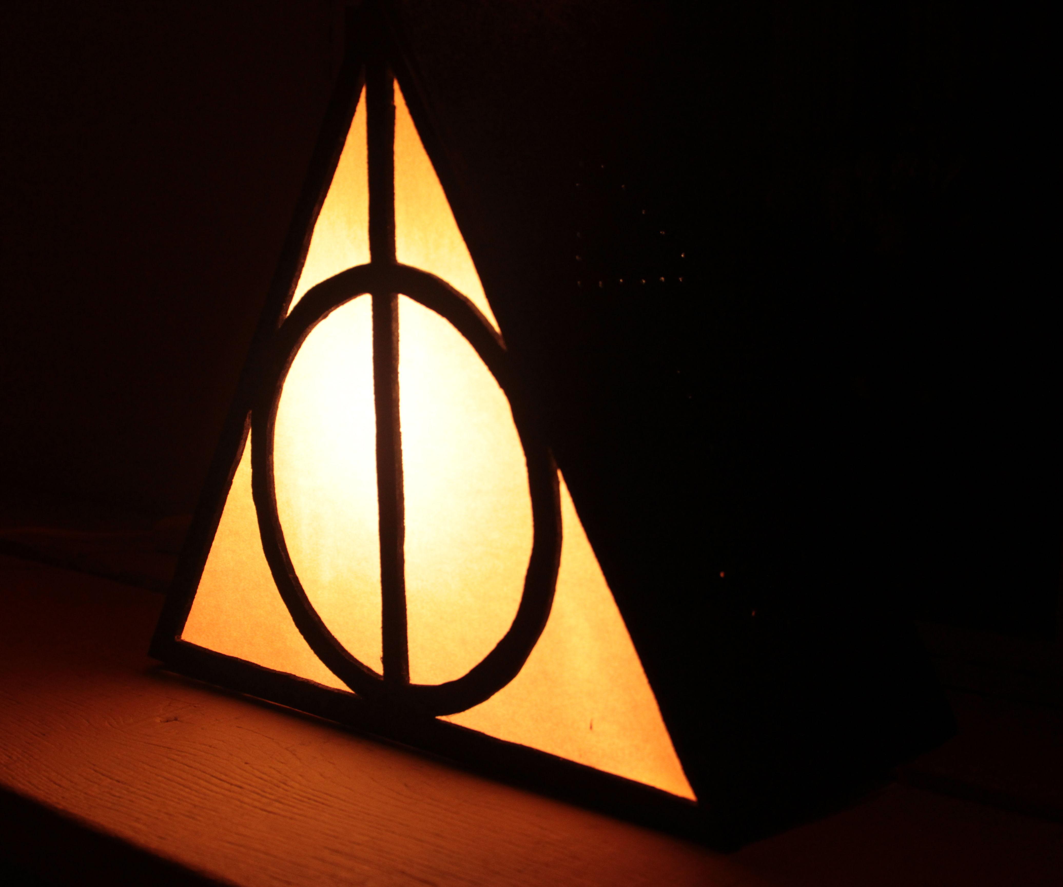 Deathly Hallows Lamp / Lampe des reliques de la mort