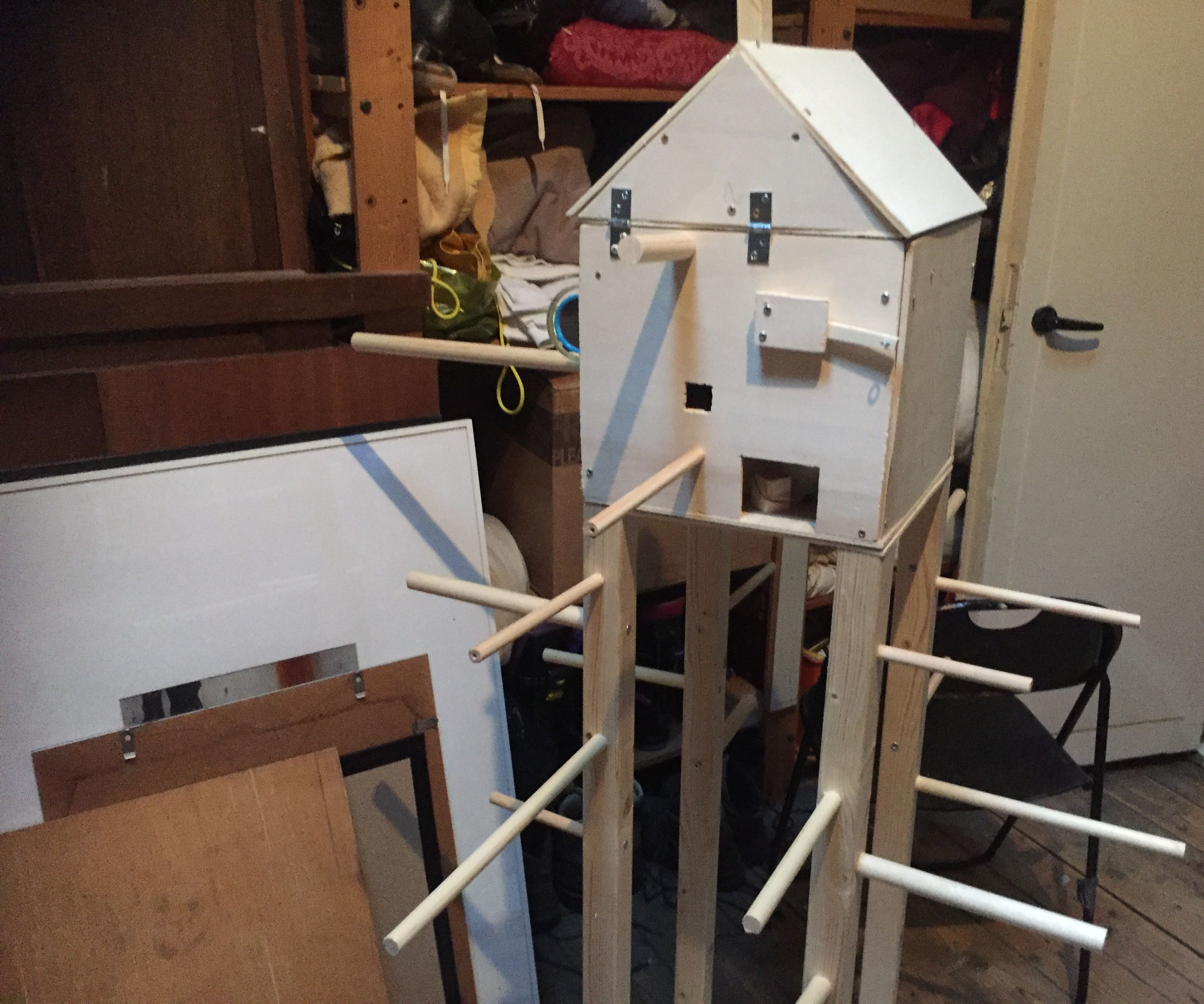 Playtree for Budgies With PIR MOTION-SENSOR and MP3-shield.