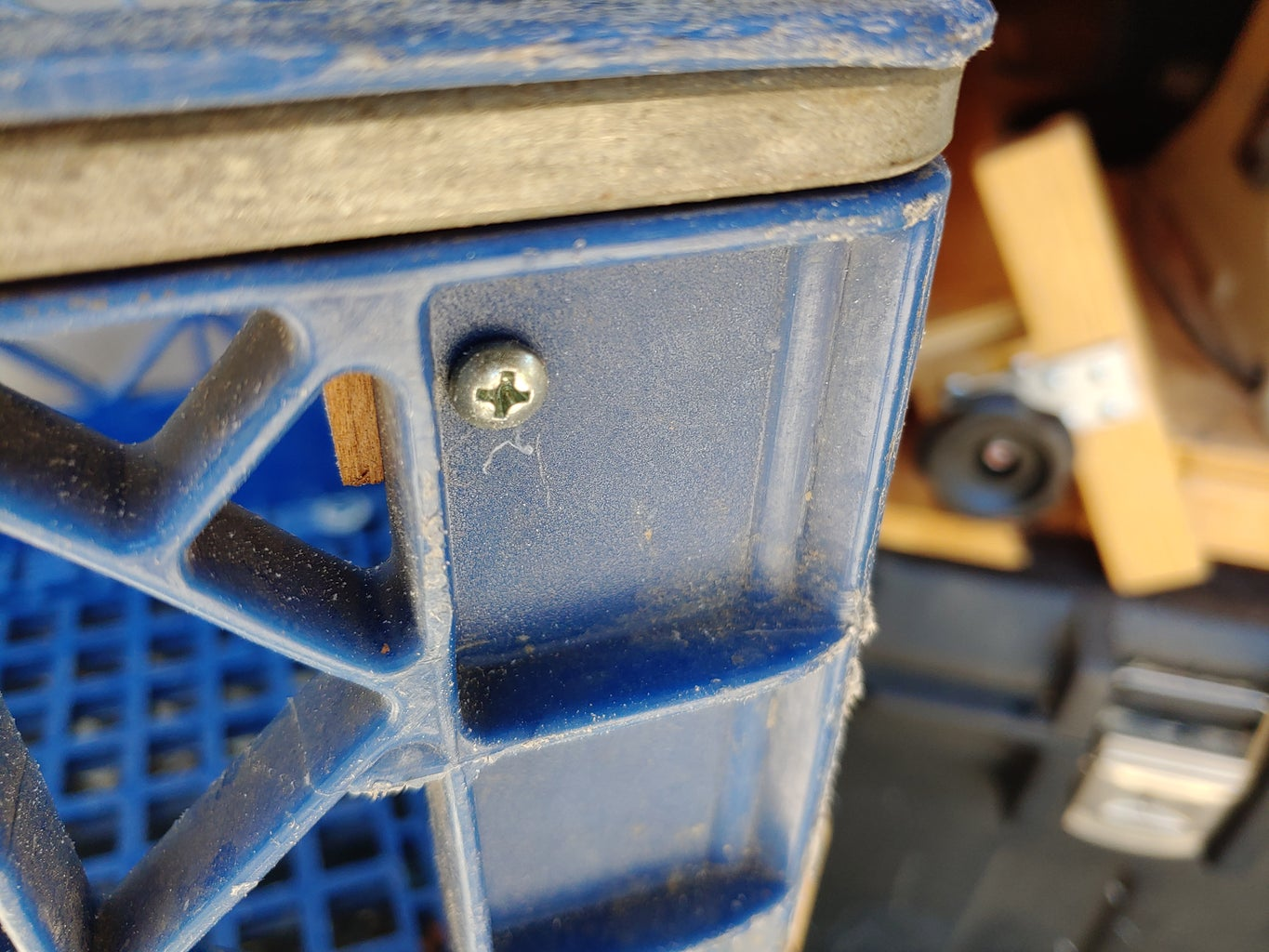 Attaching the Crates-
