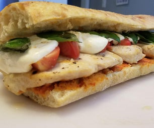 Margherita Pizza风格的鸡肉三明治