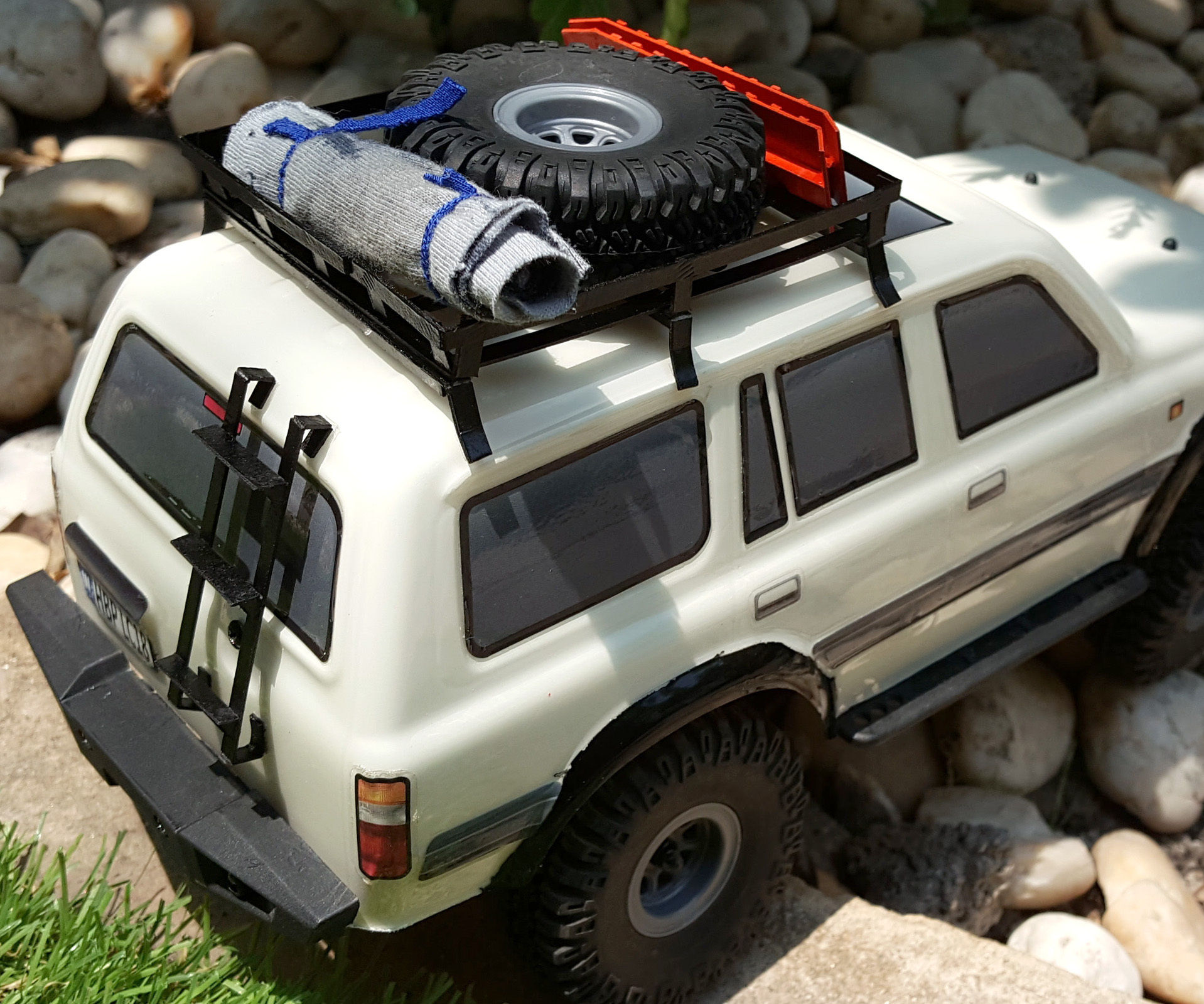 Paper Roof Rack and Acces.