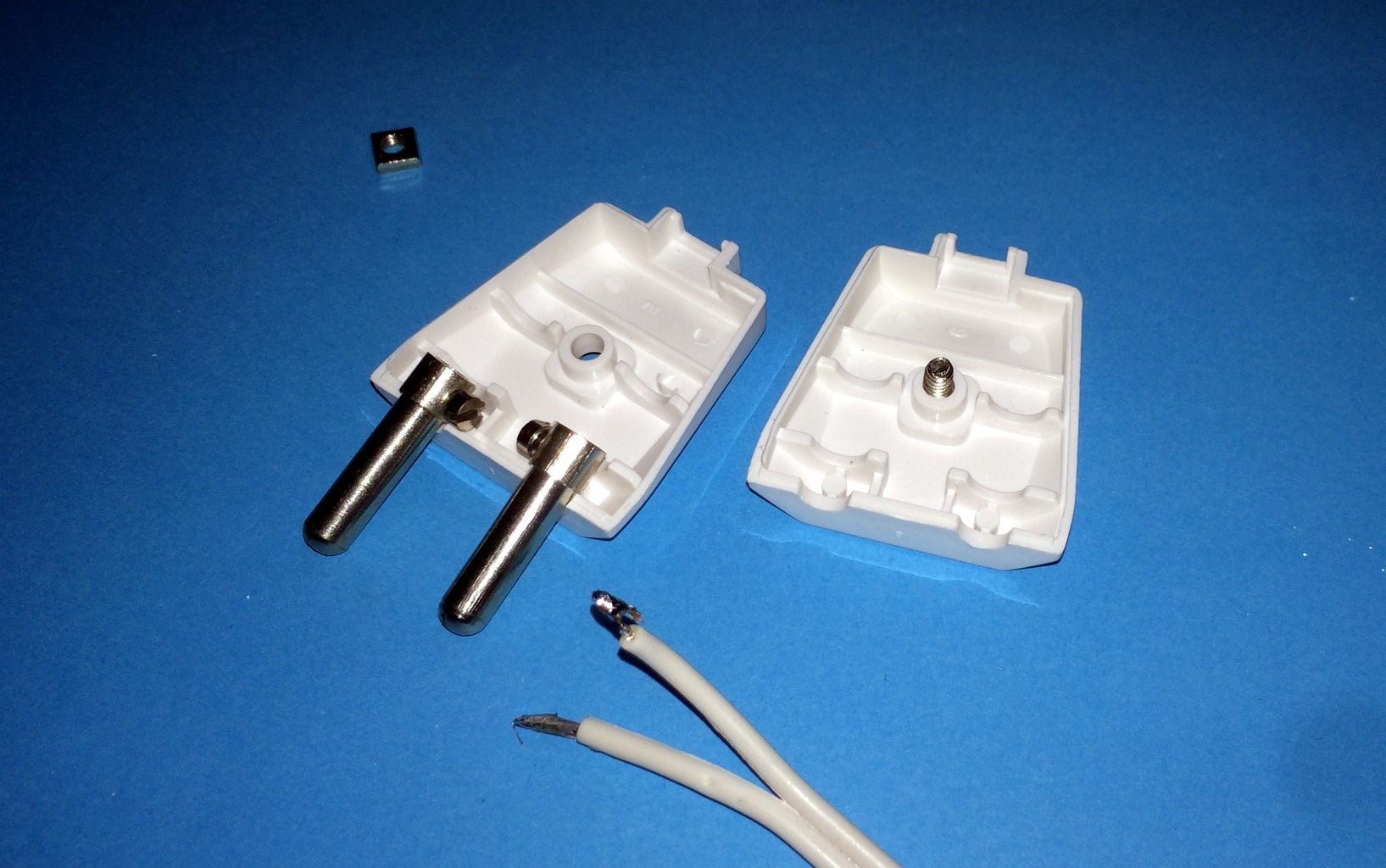 Making the Fixture: Wiring and Soldering