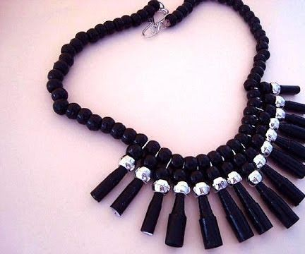 BLACK PAPER BEADS NECKLACE