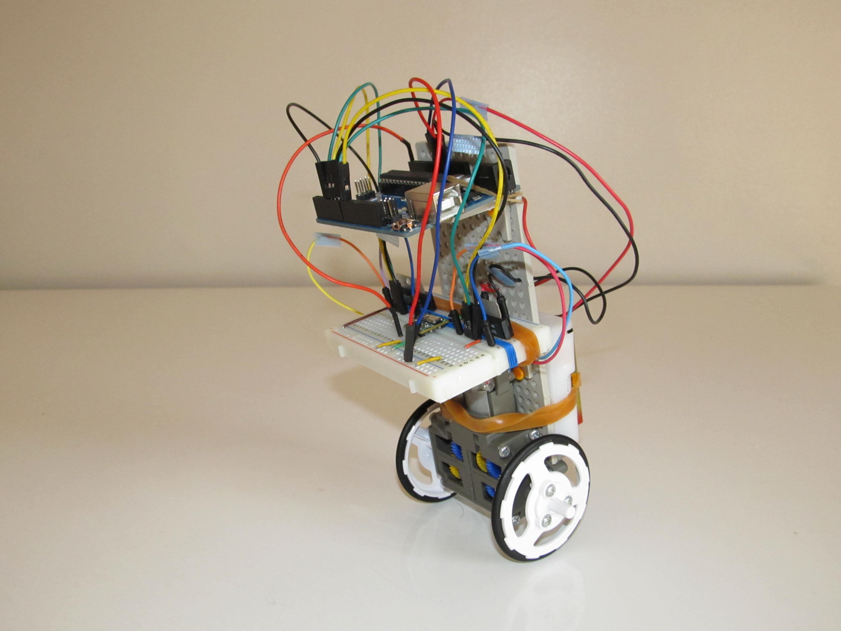 A Simple and Very Easy Inverted Pendulum Balancing Robot