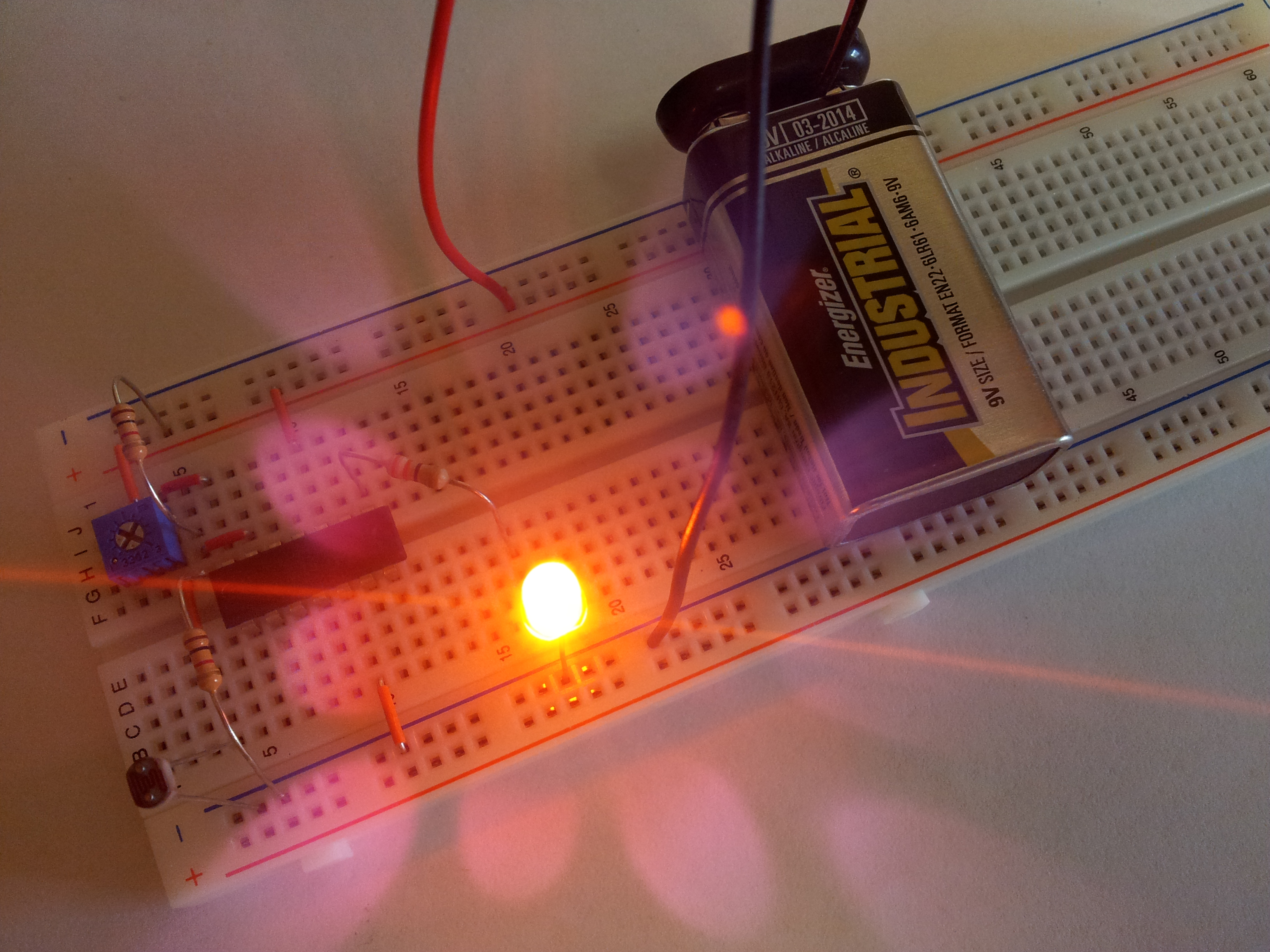 Simple Light Detector with Sensitivity Control