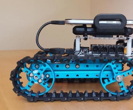 Smart Robot with Vision and Voice control