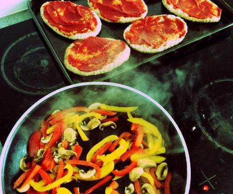 5 minute Pitta Pizzas