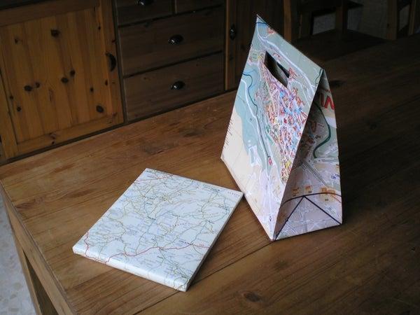 From Old Tourist Map to Gift Bag / De Mapa Viejo a Bolsa De Regalo