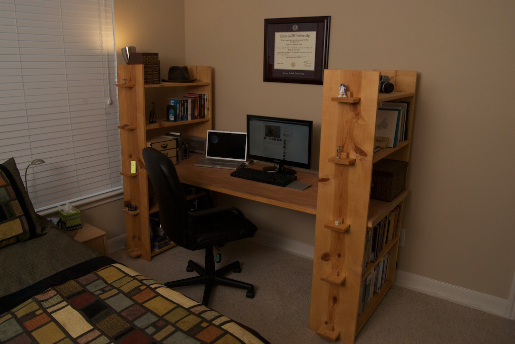 Nomad Bookshelves Desk
