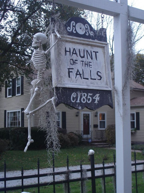Family Friendly Halloween Display