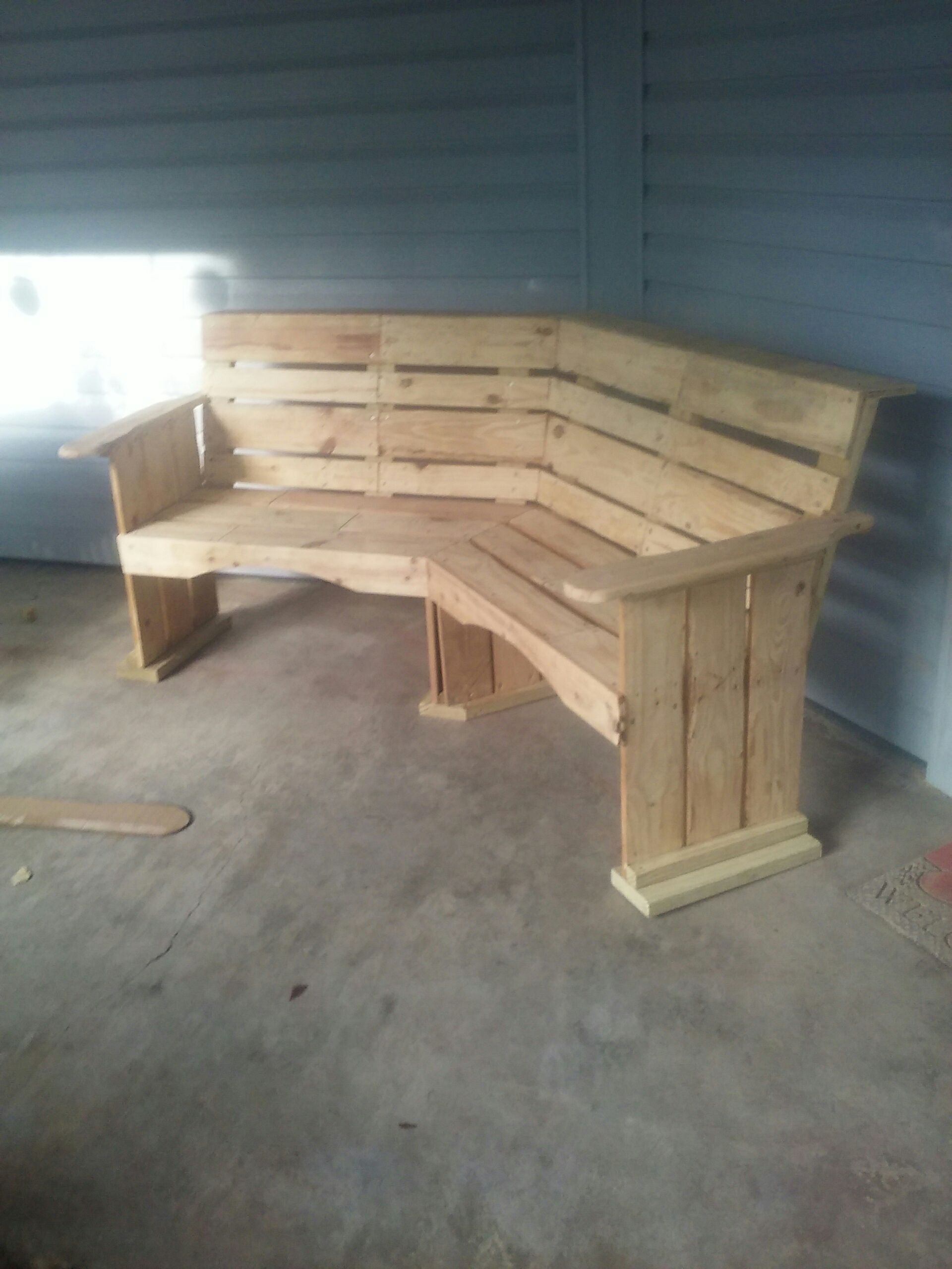 Pallet Corner Bench