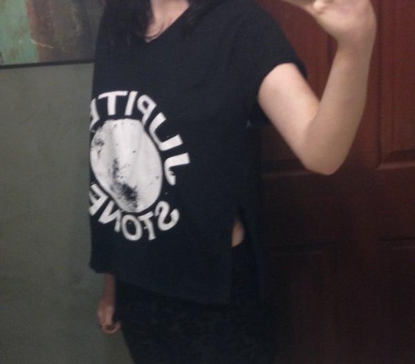 "How to ""Cuteify"" a Baggy T-Shirt"
