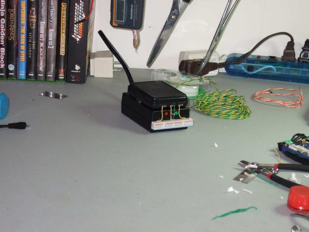 Small-scale benchtop power supply