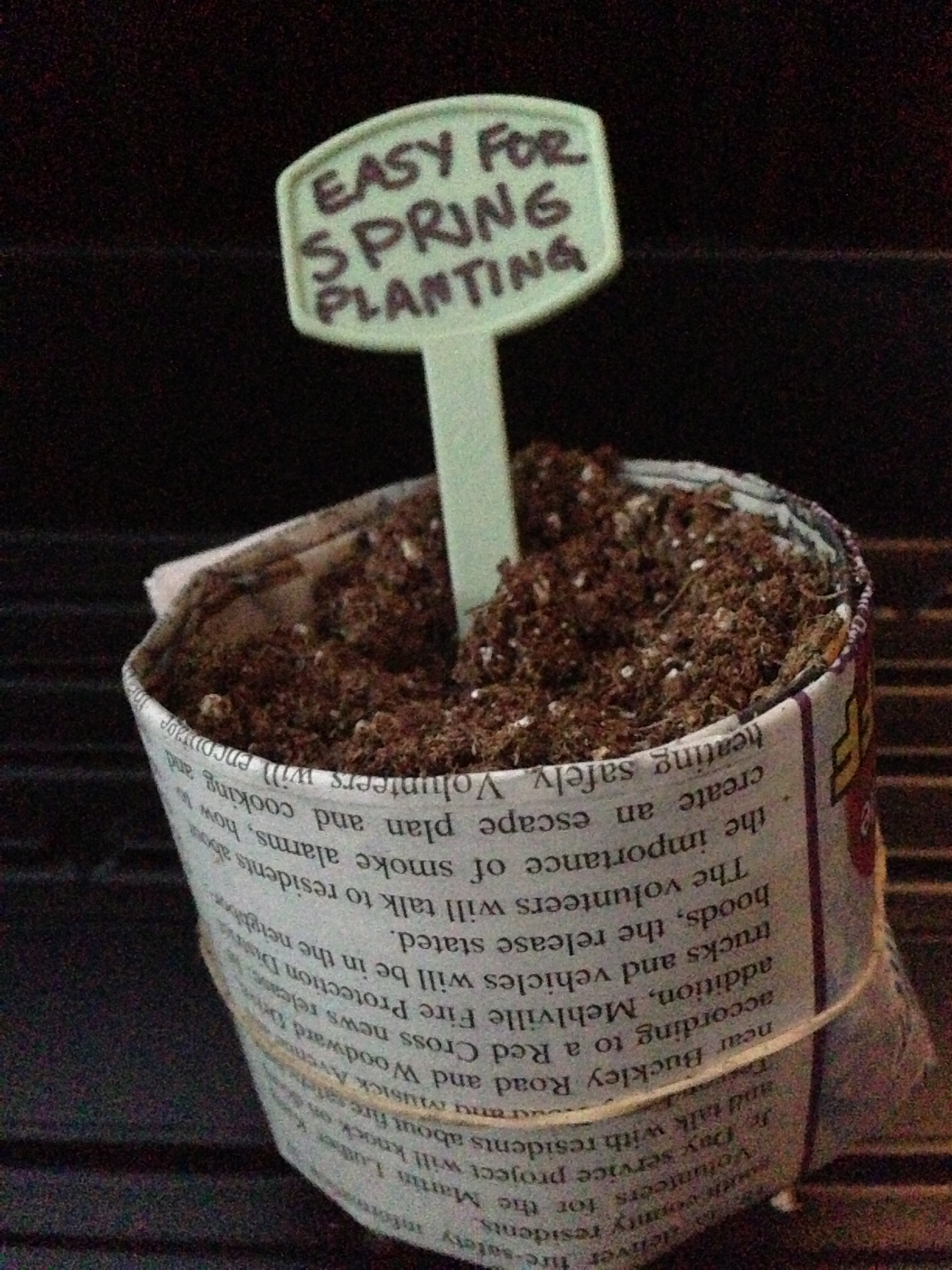 EASY Eco-friendly Garden Pots for free! Recycled, green, newspaper seed planting pots for spring!