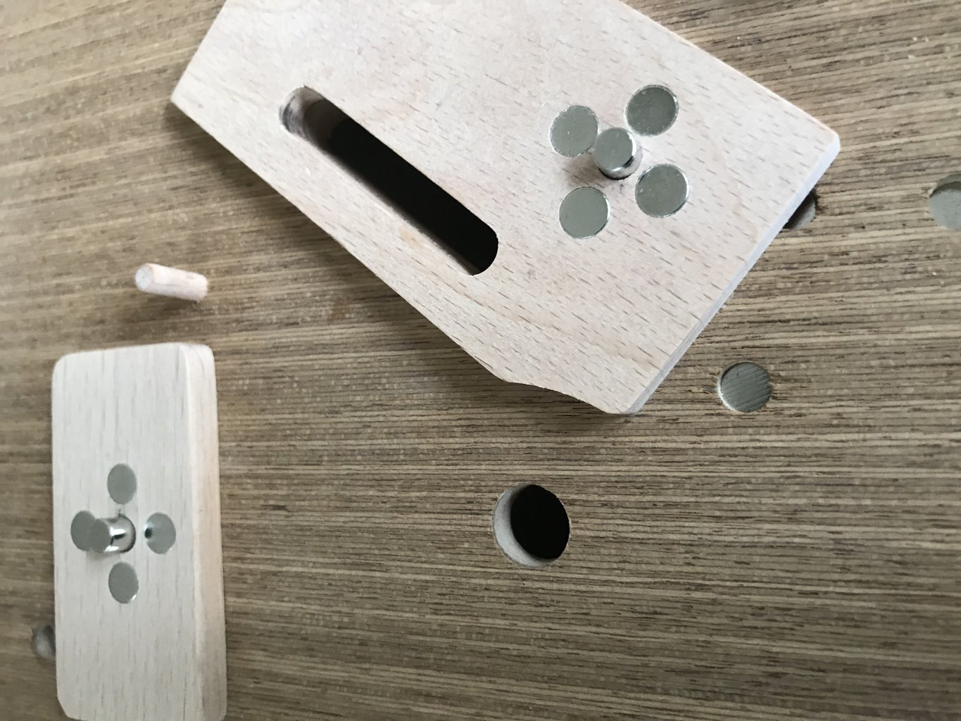 Locking Pin, Magnetic Pins and Corner Pieces
