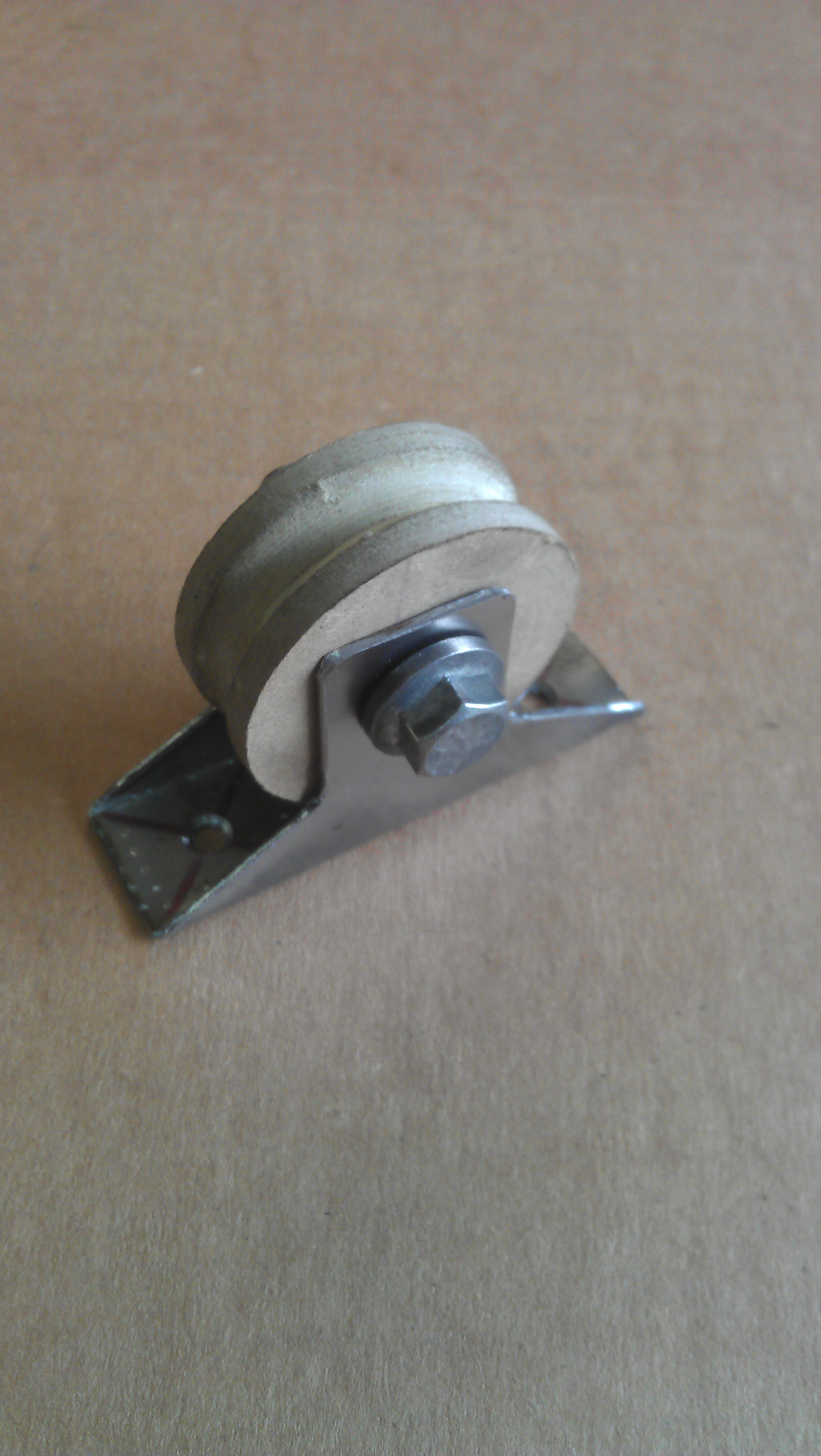 A simple pulley from scrap to finish in 20min