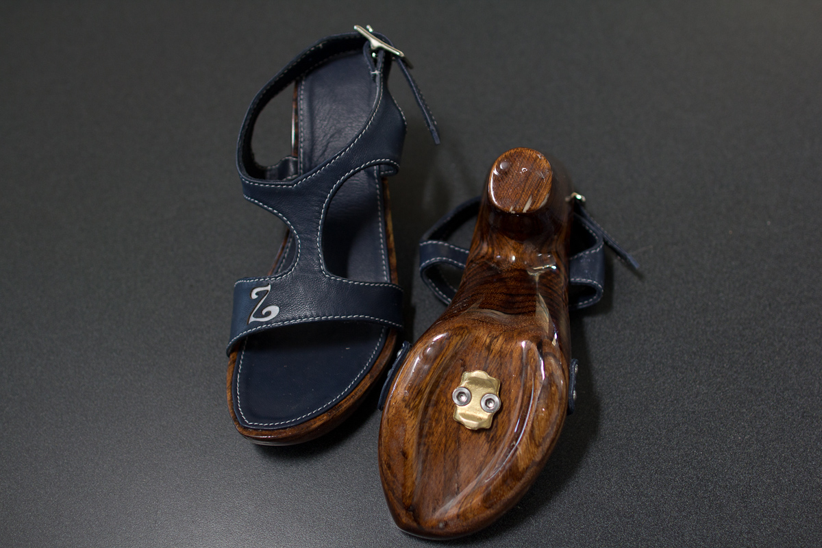 High-heel, clipless bike shoes