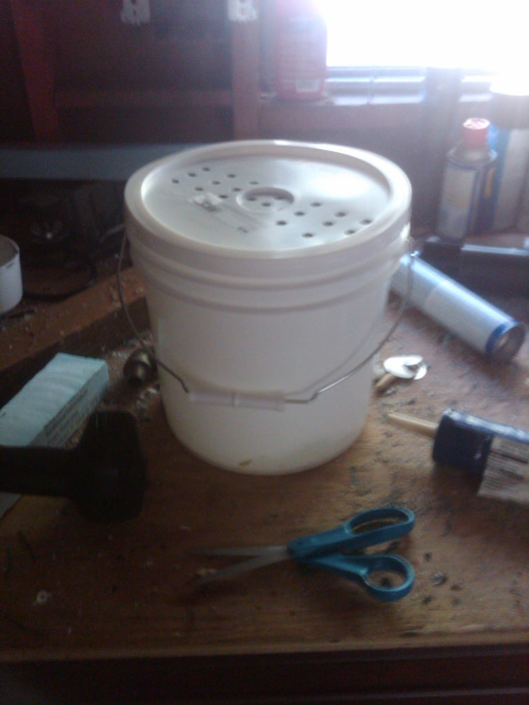 How to Build a Kitchen Compost Storage Container That Keeps Flies Out