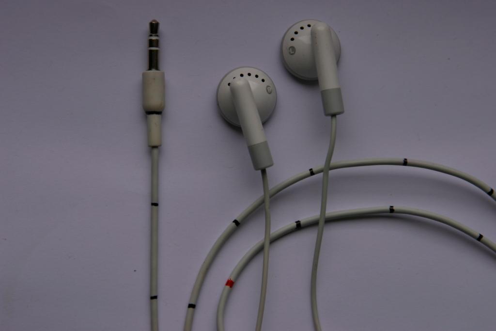 Tape measure from iPod headphones