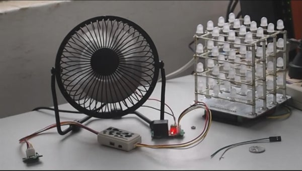 Temperature-controlled USB Fan @MilCandy
