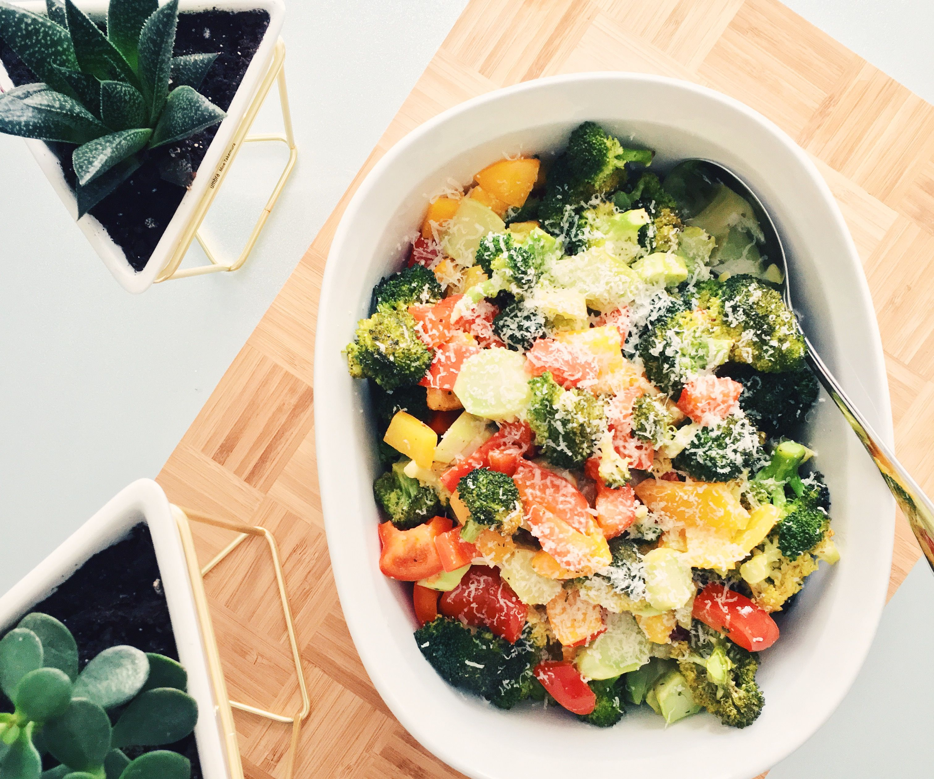 RECIPE | ROASTED BROCCOLI & PEPPERS WITH PARMESAN