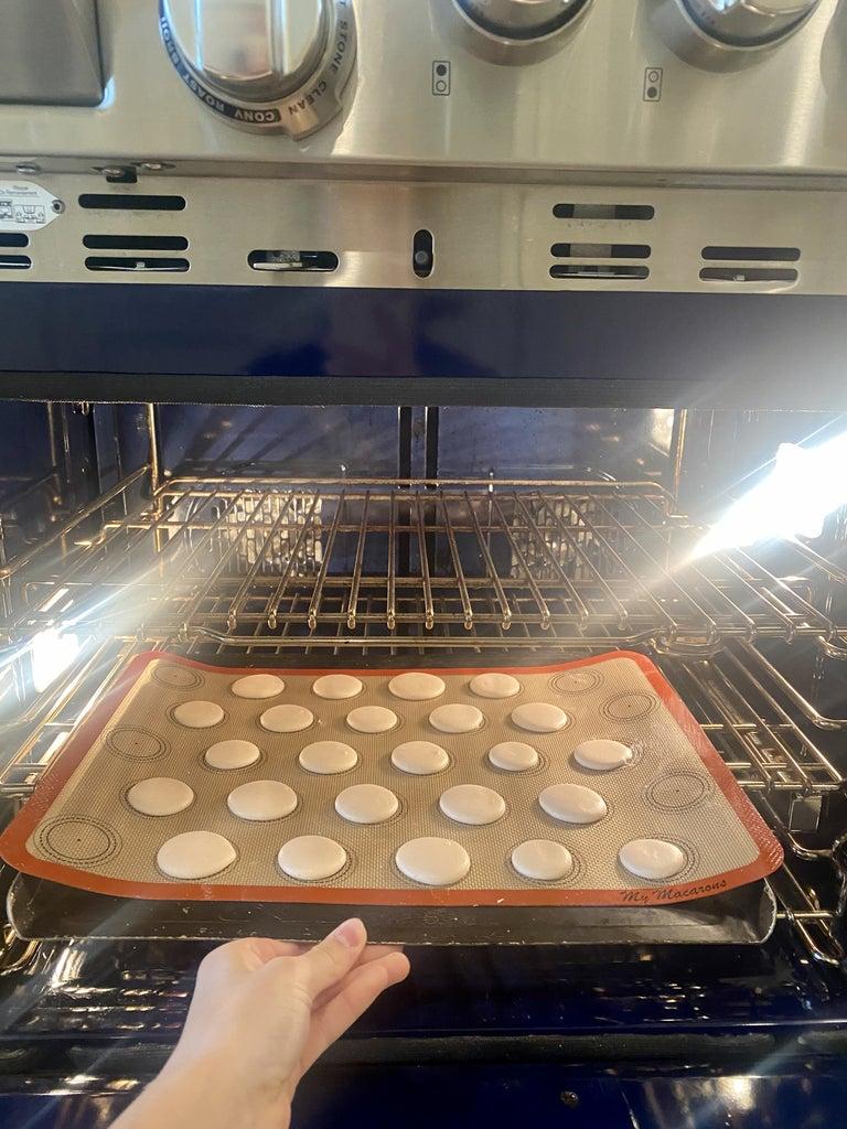 Bake the Macarons