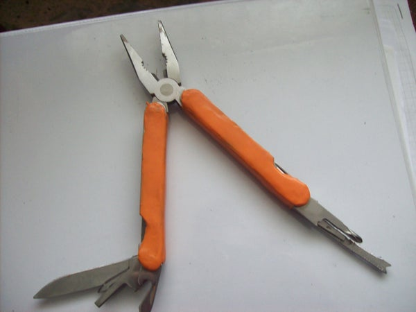 HACK YOUR MULTITOOL WITH SUGRU.