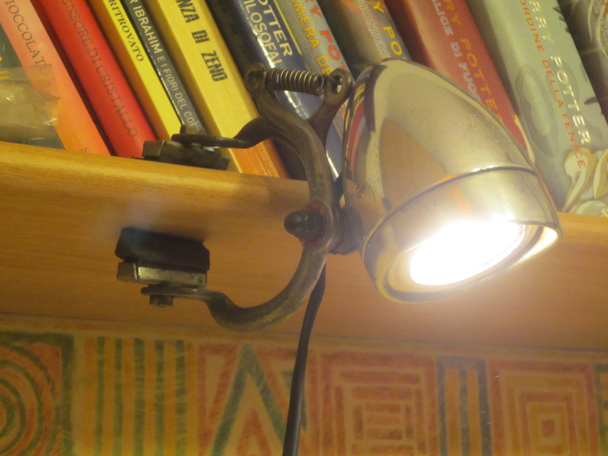 Bicycle headlight shelf lamp