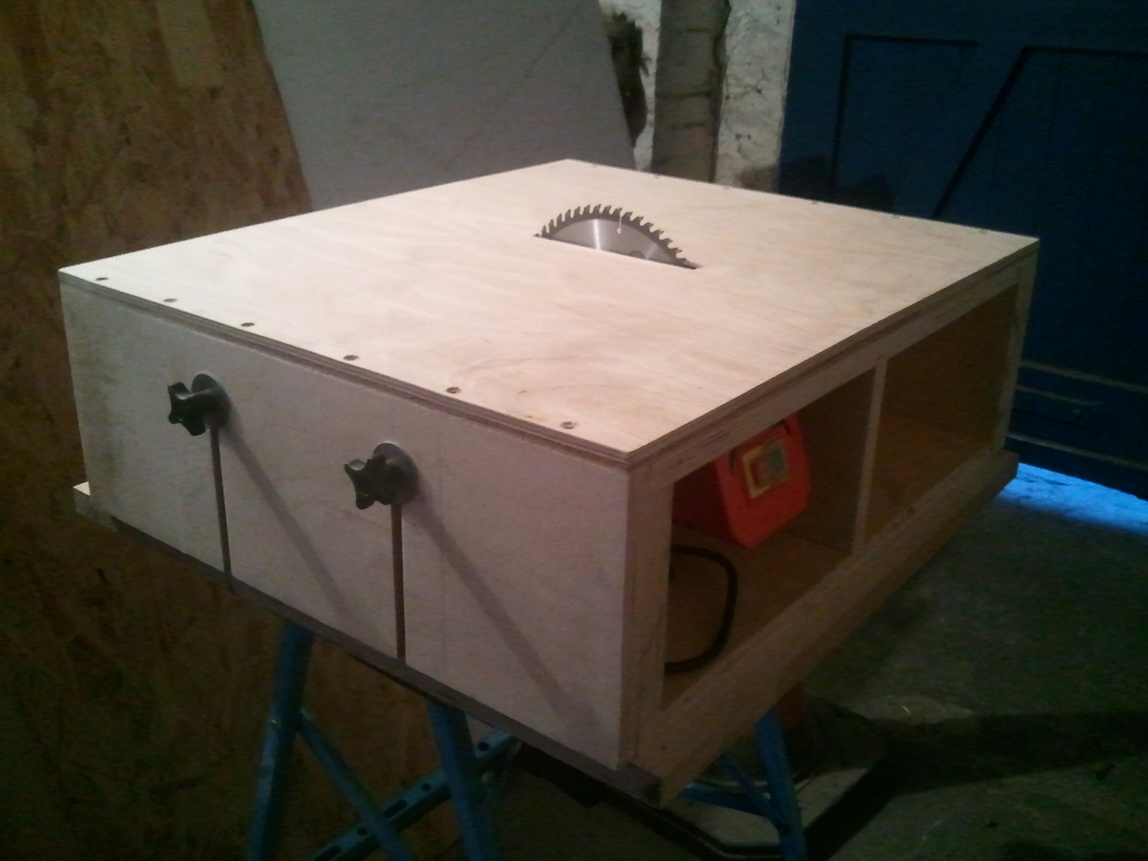 Homemade Tabe Saw - Part 1 - Motor Mount & Adjustable Bed