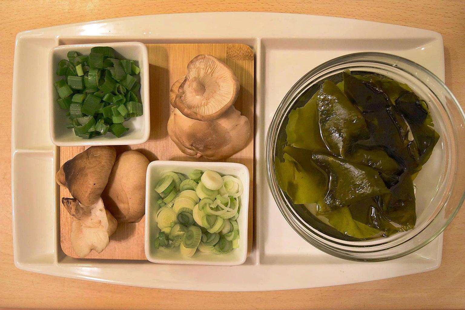 Wakame, Shiitake and Onion Spring