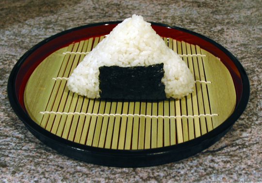 How to make an Onigiri (rice ball)