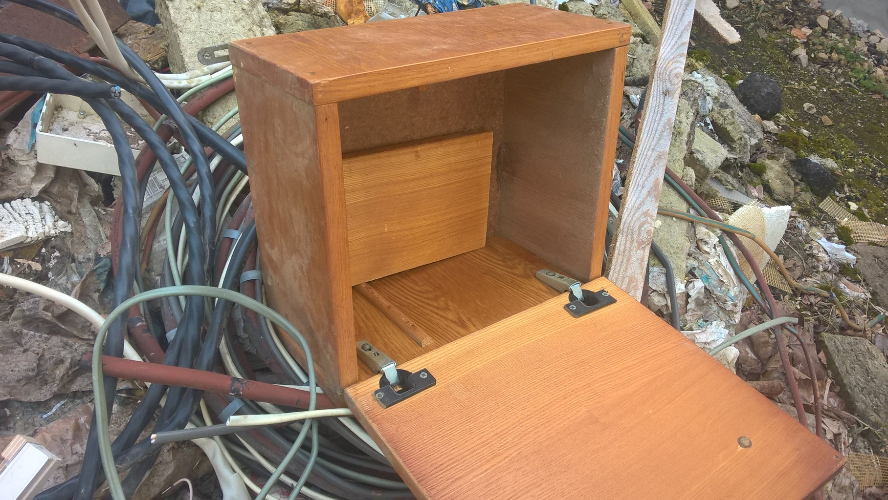 Give an Old Cabinet a Second Chance - Trash to Treasure